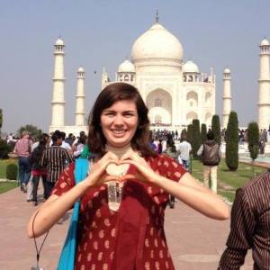 Me dressed in a shalwar kameez at the Taj Mahal